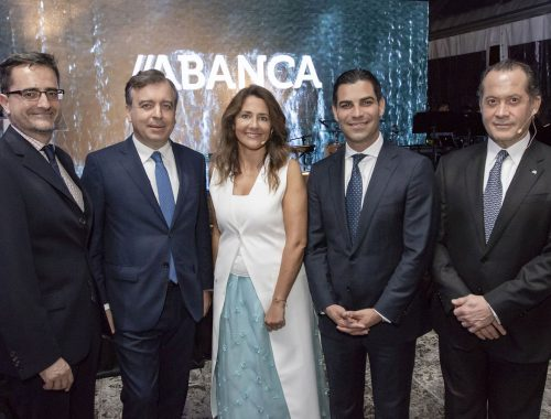 Spain's consul general in Miami, Cándido Creis, ABANCA CEO Francisco Botas, the director of ABANCA USA, Mónica Vázquez, Miami Mayor Francis Suárez and the president of ABANCA, Juan Carlos Escotet Rodríguez